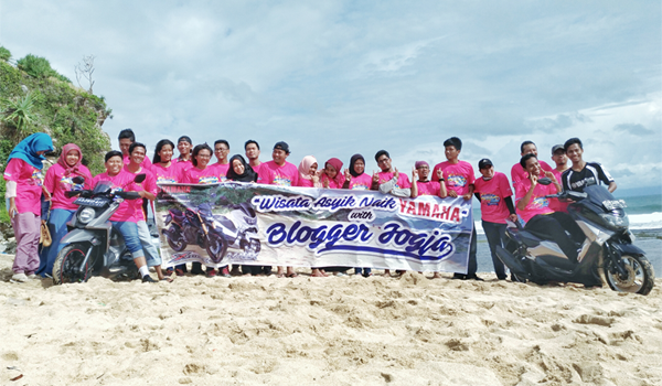 blogger dan vlogger touring ke pantai