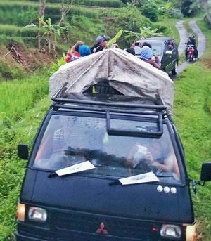 mobil angkutan ke kampung pitu nglanggeran