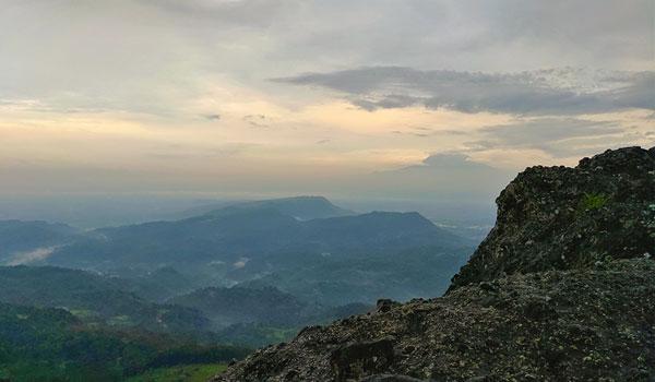 Puncak gunung wayang, gunung api purba
