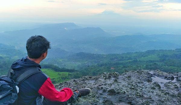 puncak gunung api purba